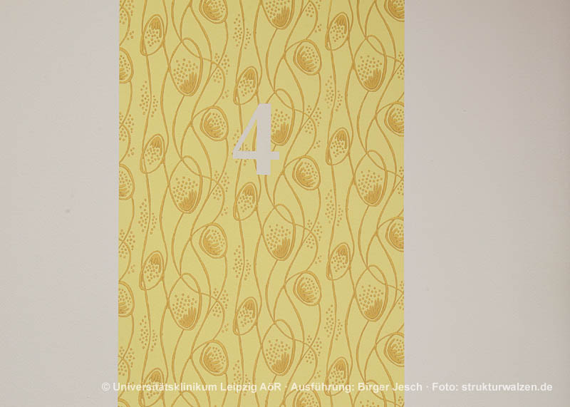accent stripe with pattern in yellow tonen